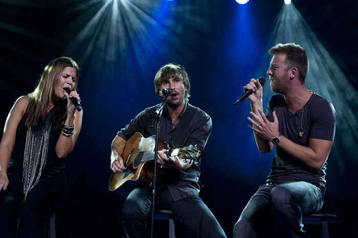 I Lady Antebellum sul palco della Country Night. Da sinistra: Hillary Scott, Dave Haywood e Charles Kelley (Copyright: PIERRE KHIM & HéLèNE DODET - ART PHOTO GSTAAD)
