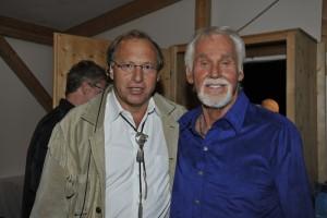 BACKSTAGE: Mr. Rogers con il patron della Country Night, Marcel Bach (Copyright: PIERRE KHIM & HéLèNE DODET - ART PHOTO GSTAAD)
