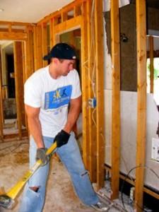 Si abbattono i muri marci per ricostruirli