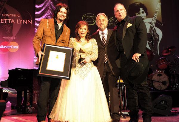 Loretta Lynn accetta i premi a lei dedicati (Foto: Rick Diamond - WireImage)