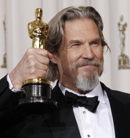 """... il suo ritratto di una ex leggenda raggrinzita della musica country nel bellissimo """"Crazy Heart"""" (2009), l'attore e musicista Jeff Bridges (nella foto ... - AP-Photo-Matt-Sayles"""
